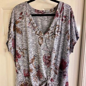 COPY - Maurices Grey Floral Soft 24/7 T-Shirt Sz 2